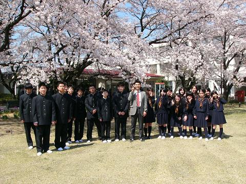 満開の桜の下、記念写真