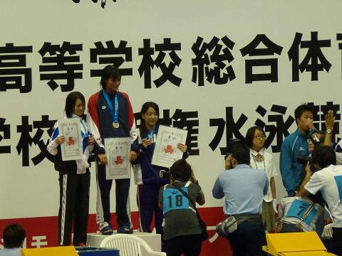 女子100m自由形表彰式