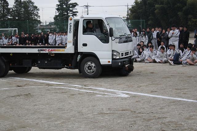 トラックの死角による事故