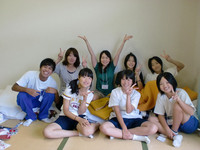 グループの先生、中学生のみなさんと(田村さんは後列左から2人目)