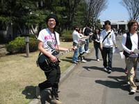 ギターを手にアピールする学生も!かなり目立っていました